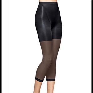 NIB SPANX Power Capri Black Size D